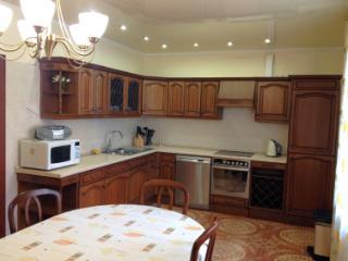 Продажа квартир: 3-комнатная квартира, Тюмень, ул. Кирова, 18, фото 1