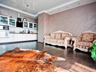 Продажа квартир: 3-комнатная квартира, Краснодарский край, Сочи, ул. Бытха, 24, фото 1